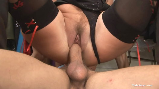 TurboMoms.com - Judit video screenshots - 1 -