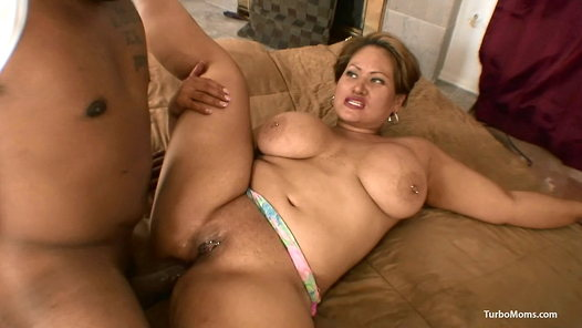 TurboMoms.com - Tracy Mathis video screenshots - 1 -
